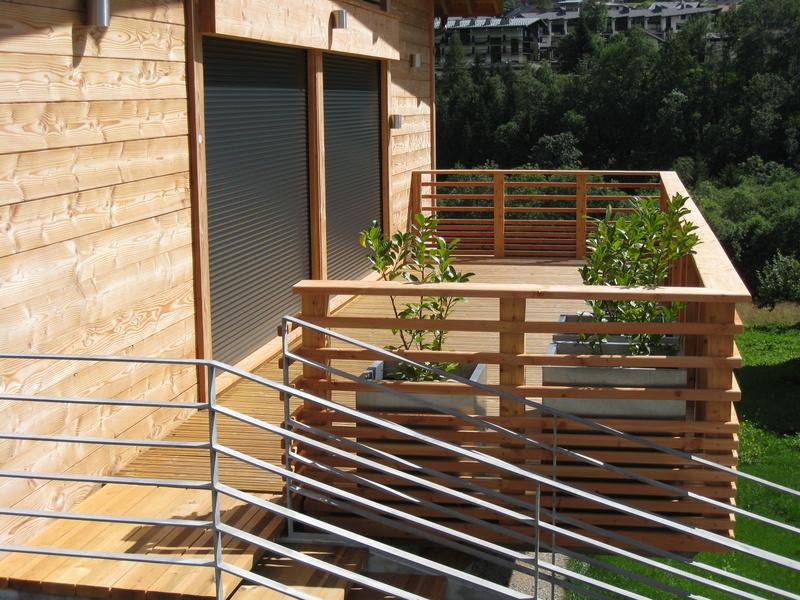 Wooden terrace construction renovation contact mag mag for Panneau pvc exterieur